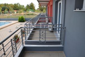 4.-Studiji-u-prizemlju-terase-okrenute-ka-bazenu.jpg